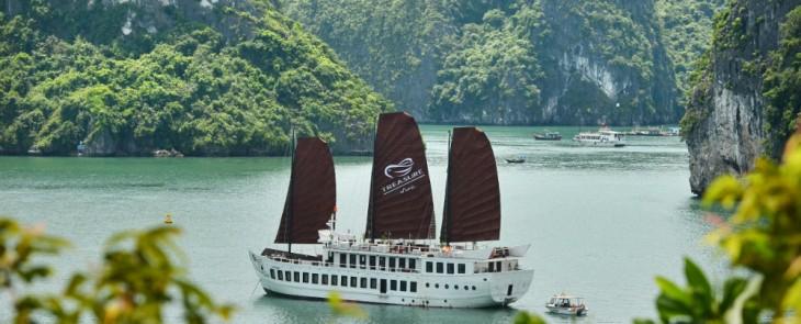 Halong Explorer and Kayak Discovery on Treasure Junk 2 nights 3