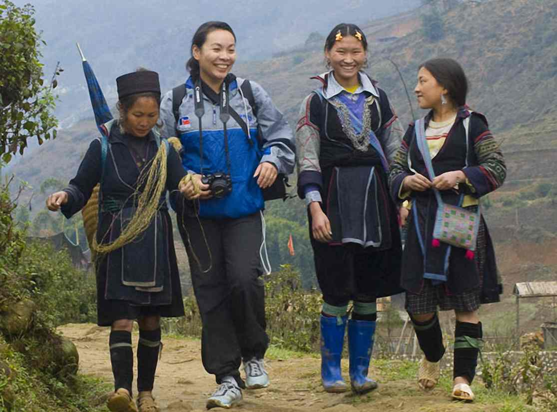 Mountains_and_people_in_Bac_Ha_and_Sapa__3_days_