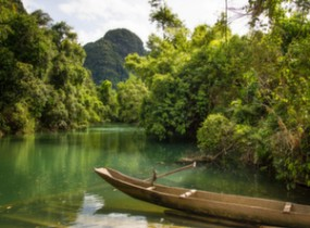 Phong Nha Ke Bang, caves, lagoons and lush forest (2 days)