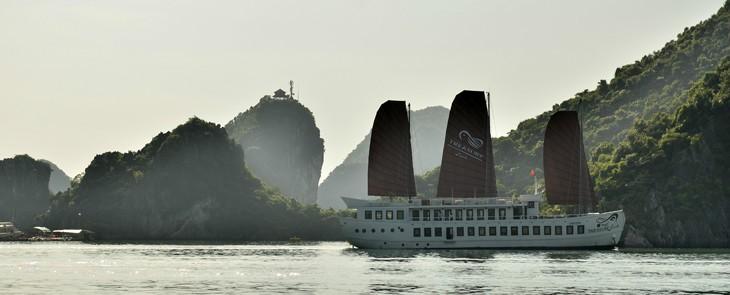 Halong Cruise on Treasure Junk  1 night    9