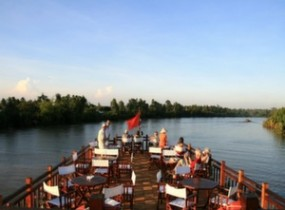 Overnight on board of the Mekong Eyes Cruise (2 days)