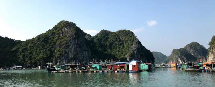 Cat Ba floating village 1